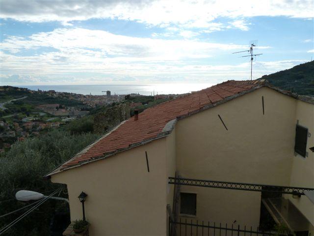 Appartamento in vendita a Imperia, 4 locali, zona Località: oneglia 1 ° collina, prezzo € 295.000 | Cambio Casa.it