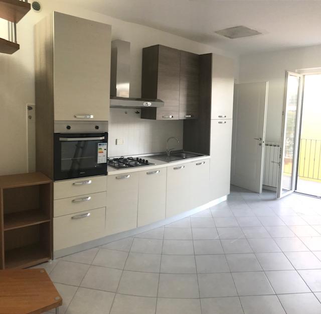 Appartamento in affitto a Imperia, 3 locali, zona Località: Via Airenti, prezzo € 500 | PortaleAgenzieImmobiliari.it